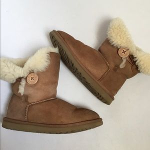 Ugg chestnut Bailey short button boots